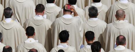 Doseganje odločitve: kvalitativna študija izkušenj bivših duhovnikov